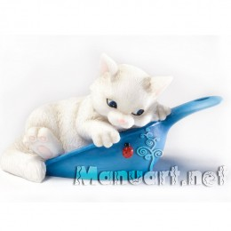 Kitten in a scoop 3D
