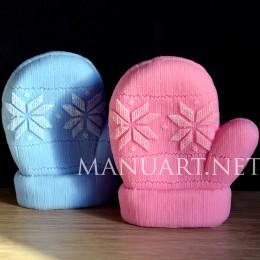 Knitted mitten 3D