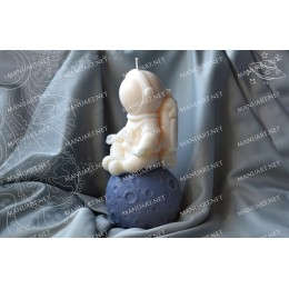 Silicone mold - Astronaut sitting on the Moon 3D - for making soaps, candles and figurines